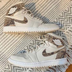 Jordan 1 'Phantom' White Snake Skin WMNS 💯✨
